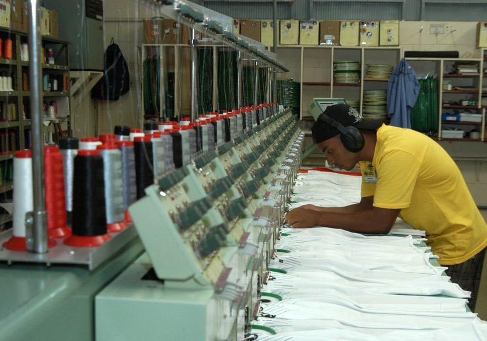 Indústrias, fábricas,Confecção Cobra D'agua,Confecção de roupas  Vila velha (ES) 19.05.2006 - Foto Miguel Ângelo