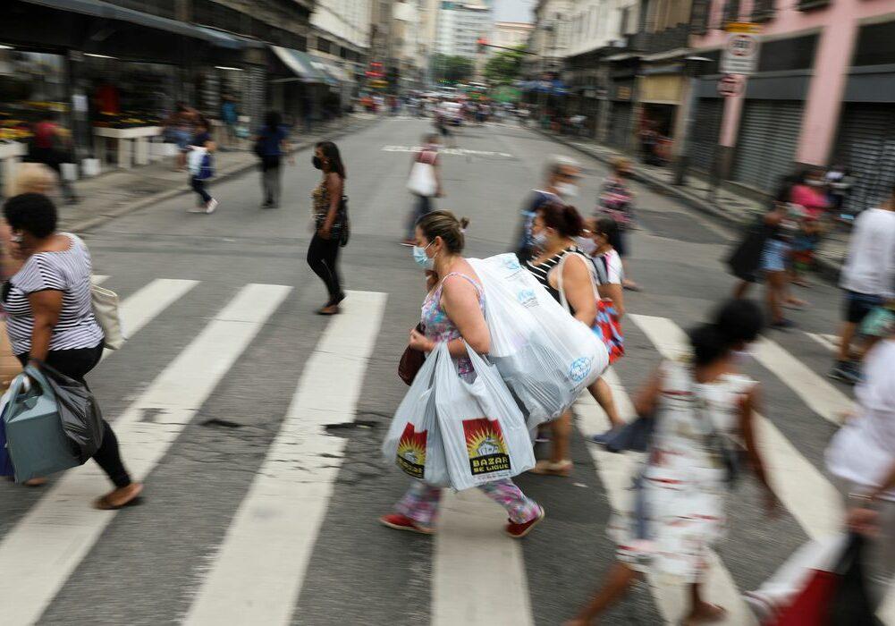 People walk in a popular shopping street before Christmas, amid the coronavirus disease (COVID-19) outbreak, in Rio de Janeiro, Brazil, December 23, 2020. REUTERS/Pilar Olivares