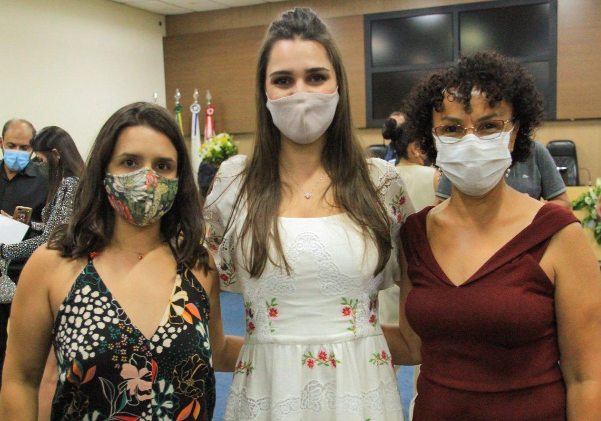 Prof. Juliana_Nathália_Leonora
