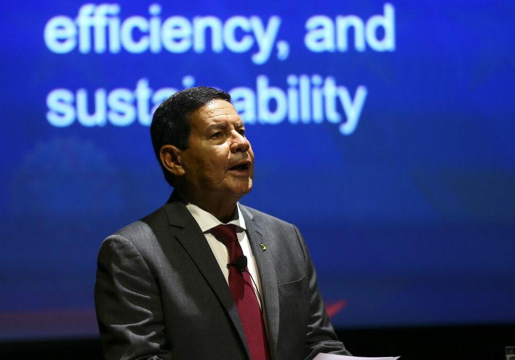 O vice-presidente Hamilton Mourão durante palestra na Expo Dubai 2020.