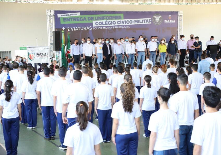 Governador entrega novos uniformes para alunos da escola cívico-militar de Jandaia do Sul  -  Jandaia do Sul, 03/09/2021  -  Foto: Ari Dias/AEN